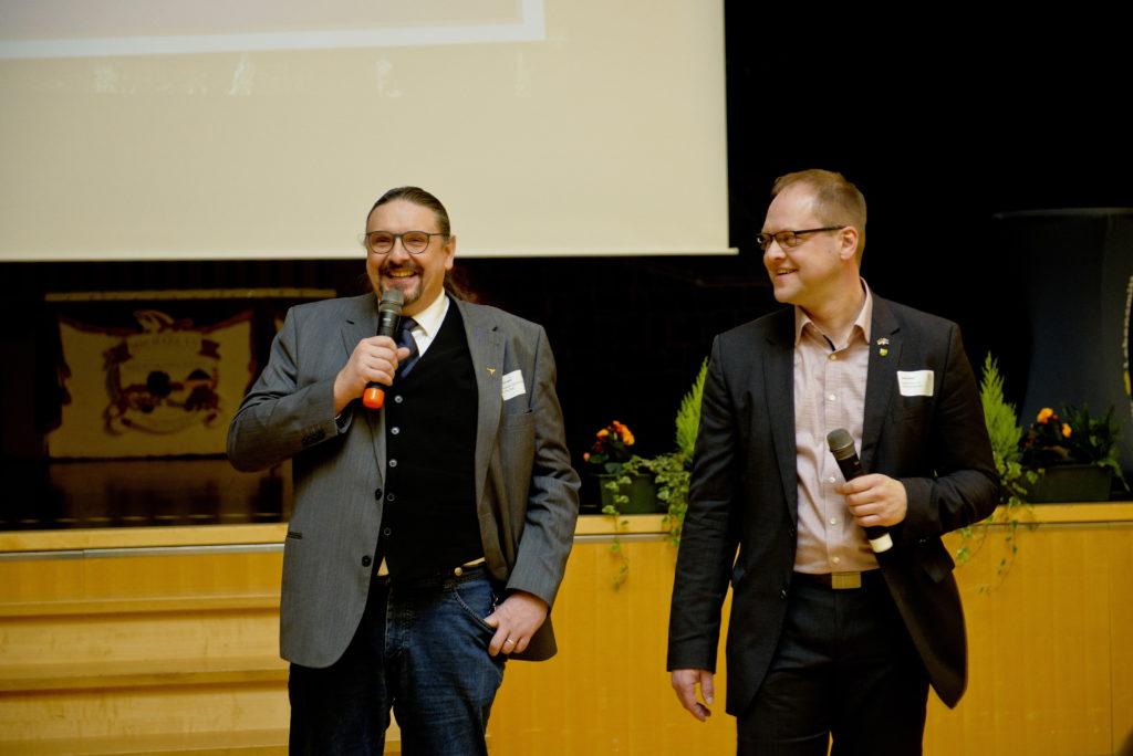 Gut gelaunt führen die Gastgeber Torsten Jahn und Heiko Stolz durch das Programm.