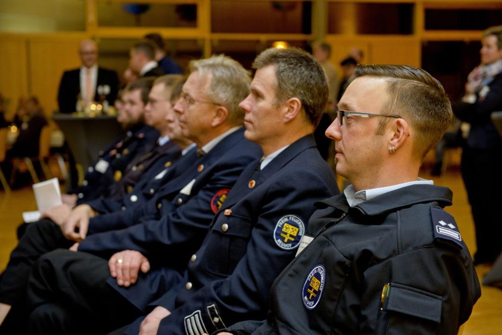 Christian Mahr (rechts) mit seinen Kollegen von der Freiwilligen Feuerwehr .