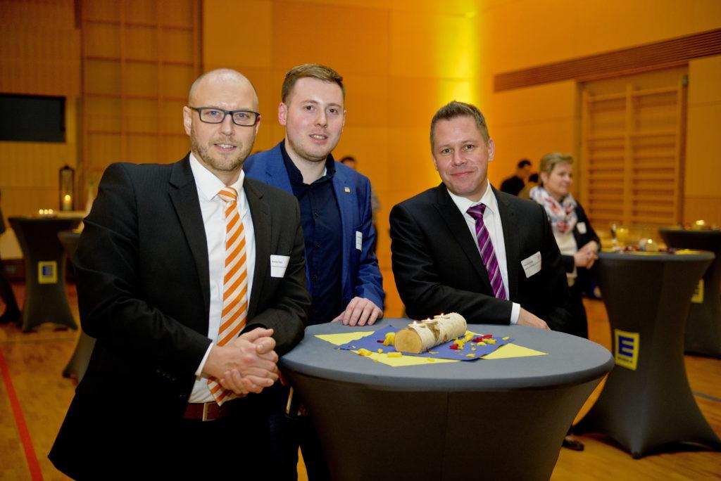 on links: Bastian Hans (Mediana) , Christian Stadtfeld (Osthessen News) und Thorsten Roch (Mediana) verfolgten das Geschehen aus dem Hintergrund.